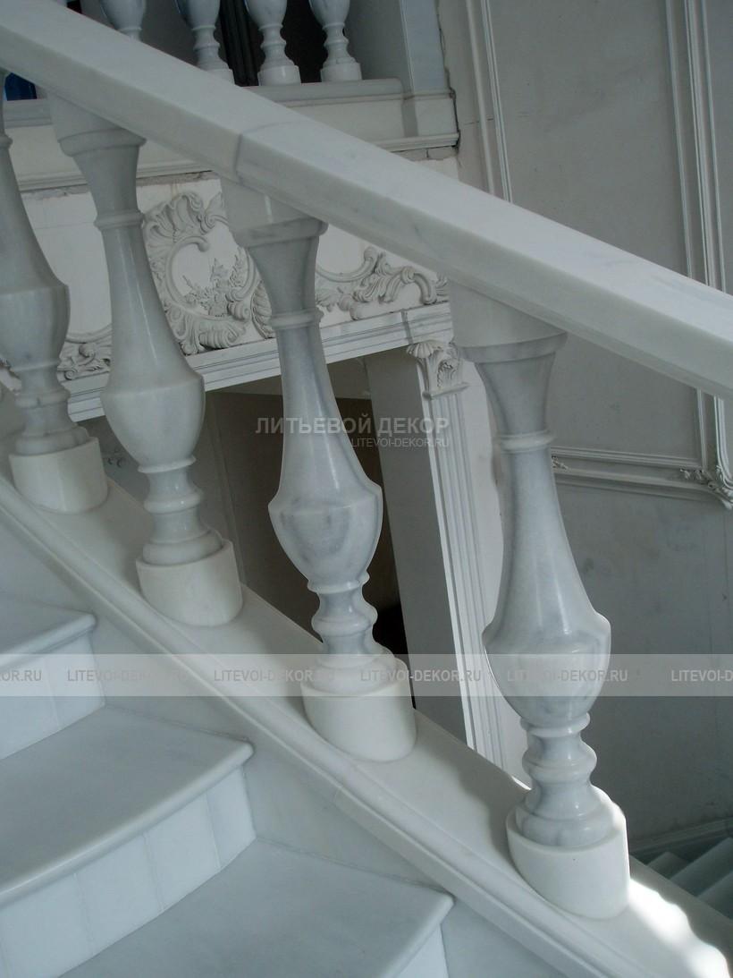 Кованые столбы для перил (стойки), кирпичные, деревянные и